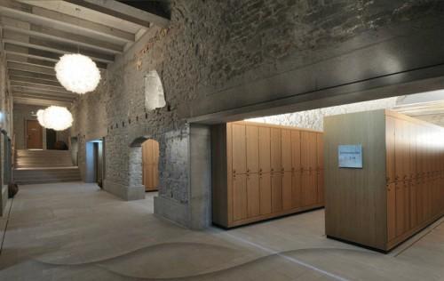 Tủ chứa đồ được bố trí trong các gian phòng của phần nhà cũ